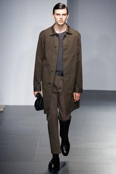 Jil Sander Spring 2017 Menswear Collection Photos - Vogue Jil Sander, Men Fashion Show, Fashion 2017, Mens Fashion, Milan Fashion, Runway Fashion, Vogue Paris, Army Coat, Casual Wear For Men
