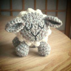 A free crochet pattern for a cute little sheep