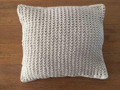 Mooi haken voor in huis: Kussen haakpatroon - Haakjemee Crochet Round, Single Crochet, Knit Crochet, Crochet Hook Sizes, Crochet Hooks, Front Post Double Crochet, Framed Wallpaper, Crochet Cushions, Last Stitch