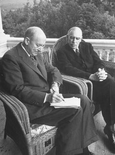 Economists John Maynard Keynes and Henry Morgenthau Jr of England and the US respectively meeting with envoys of 42 other nations to plan post war. Maynard Keynes, Beautiful Mind, Bloomsbury, Economics, England, The Unit, History, Couple Photos, News