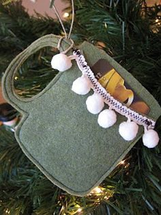 felt gift card holder ornament tutorial, with free printable pattern!