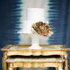 Prussian blue and aged gold are combined to create an elegant palette with a modern twist! {Image by Heather Payne via Magnolia Rouge}