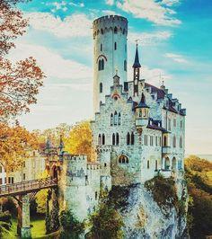 Issez vous dans la peau d'une princesse et visitez le château de Lichtenstein en Allemagne. Ce n'est pas pour rien qu'on l'appelle aussi ''Le château des contes de fées''