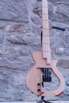 Cervelle Guitars AVP 200 bass