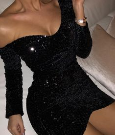 Discovered by aenill. Find images and videos about dress, outfit and night on We Heart It - the app to get lost in what you love. Boujee Outfits, Teen Fashion Outfits, Cute Casual Outfits, Night Outfits, Look Fashion, Fashion Dresses, Stylish Outfits, Hoco Dresses, Tight Dresses