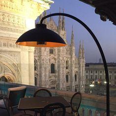 De Dome® Staanlamp is een tijdsloze outdoor designverlichting met vijf krachtige verwarmingselementen van het Belgische Heatsail.