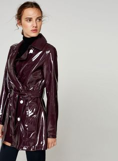 Uterqüe Belgium Product Page - Ready to wear - View all - Patent finish trench coat - 199