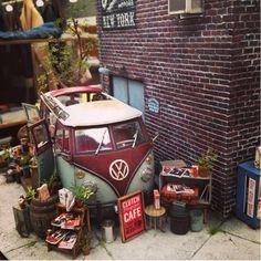 Dio Incrível!  Amazing Dio!! Unknown Modeler  From: pinterest  #diorama #dio #dioramas #miniart #miniarte #kombi #newyork #novaiorque #usa #eua #cena #scene #udk #usinadoskits #street #rua #scalemodel #modelscale