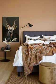En følsom, nær og vakker delikate lyse brune tonen, et perfekt bakteppe både til stue og kjøkken#soverom#rustrød#lun#varm#sengeteppe#african#bedroom#inspiration#inspirasjon#eksotisk#Fargerike# Ikea, Furniture, Home Decor, Lily, Decoration Home, Ikea Co, Room Decor, Home Furnishings, Home Interior Design
