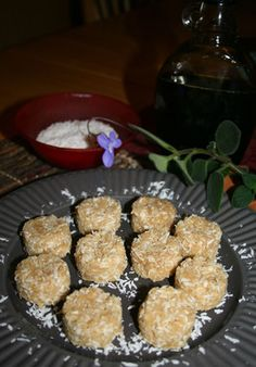 Raw Vegan Coconut Macaroons, a Hail Merry knockoff recipe!
