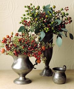 Arrangement Ideas Rose Hip Arrangement Rose hips mixed with eucalyptus fruit and leaves in pewter vessels put on an ebullient show.Rose Hip Arrangement Rose hips mixed with eucalyptus fruit and leaves in pewter vessels put on an ebullient show. Chic Halloween Decor, Halloween Decorations, Christmas Decorations, Christmas Tables, Winter Flowers, Fresh Flowers, Beautiful Flowers, Christmas Flowers, Exotic Flowers