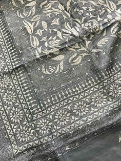 Indian Embroidery, Hand Embroidery Patterns, Embroidery Designs, Tussar Silk Saree, Kantha Stitch, Kantha Quilt, Embroidery Techniques, Digital Prints, Saree Blouse