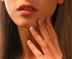 Si adoras lucir uñas elegantes y a la moda, ¡tienes que probar el nuevo manicure francés! Con colores y diseños ideales para el verano, las uñas francesas vuelven renovadas. - Texto: Candelaria Martorell Cuéntanos cuál es tu nail art favorito en nuestro Twitter, EstiloYahoo . @candycaramelo También te puede interesar: Apórtale estilo a tu manicure con estos 10 diseños para uñas Tips de uñas: 10 hacks fáciles para mejorar tu manicure El esmalte de uñas que utilizas, podría revelar tu…