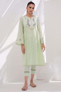 Pakistani Fancy Dresses, Indian Dresses, Tunic Designs, Dress Designs, Shalwar Kameez Pakistani, Embroidery Suits Design, Hand Embroidery, White Kurta, Desi Wear