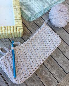 begbags Nuevo punto para los bolsos y más trabajo FELIZ DOMINGO Material comprado en: http://ift.tt/1VyHZqM  #nuevo #trapillo #market #trapillomarket #new #shop #online #bolsos #manual #artesanal #crochet #crochetaddict #crocheting #crochetlove #manualidades #ganchillo #crochetersofinstagram #hand #made #handmade #handmadewithlove