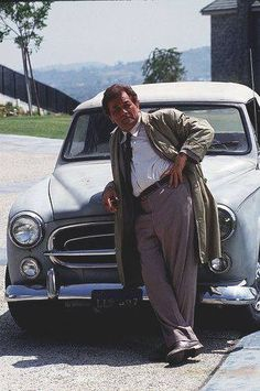 Peter Falk as Columbo. Seen here with his 1959 Peugeot 403 Cabriolet, perfect car for Columbo. 403 Cabriolet, Columbo Peter Falk, Peugeot 403, Tv Retro, Tv Vintage, Thriller, Emission Tv, Tv Detectives, Old Shows