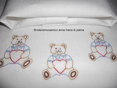 Broderiemonamour di ANNA MARIA DI PALMA: lenzuolino con orsetto