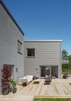 Mid gray with white trim instead of gray. White Trim, Garage Doors, Villa, Architecture, Outdoor Decor, Design, Cottage Ideas, Home Decor, Gray
