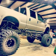 Huge full size Ford diesel. Love the under carriage work