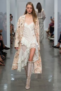 See the complete Zimmermann Spring 2017 Ready-to-Wear collection.