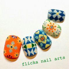 Retro print nails
