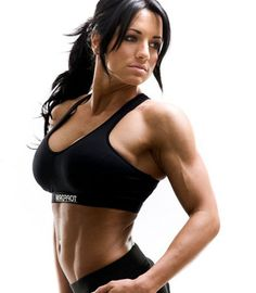 UK fitness model Heather Dees