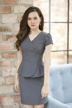 Flora Guerrero Yarin's media content and analytics African Fashion Dresses, African Dress, Fashion Outfits, Blouse Styles, Blouse Designs, Work Dresses For Women, Clothes For Women, Myanmar Dress Design, Womens Dress Suits