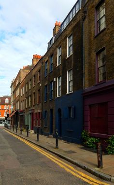 """fuckitandmovetobritain: """" Fournier Street, Spitalfields, London, E1 """" (This is cheri not fuckitandmovetobritain. I'm just using her photo and also I love her blog) Please excuse the many exclamatory, capitalised phrases to follow as my extreme..."""