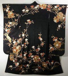 Traditional Tachibana & Circle Flower Pattern Furisode kimono