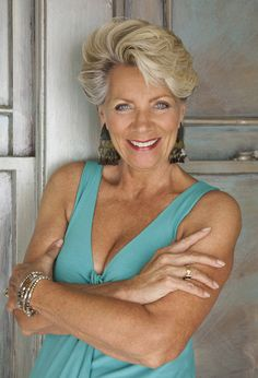 Classic models are employed to represent and engage with a mature and experienced audience. Find out how to become a mature model. Hair Styles For Women Over 50, Short Hair Styles, Brave, Beautiful Old Woman, Beautiful Ladies, Beautiful Smile, Ageless Beauty, Going Gray, Sexy Older Women