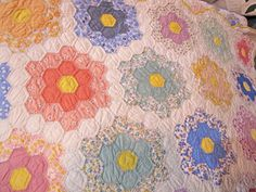 oh oh oh.  grandmother's flower garden quilt