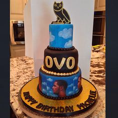 Drake OvO Themed cake Drake's Birthday, Birthday Celebration, Birthday Ideas, Birthday Cakes, Sweet Sixteen Cakes, Sweet 16 Cakes, Drake Cake, Black And Gold Theme, Drake Graham