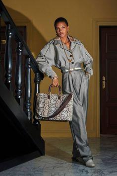 Fendi Resort 2020 Fashion Show - Vogue Fashion Week, Fashion 2020, Fashion Trends, Grey Fashion, Winter Fashion, Womens Fashion, Fashion Show Collection, Couture Collection, Vogue Paris