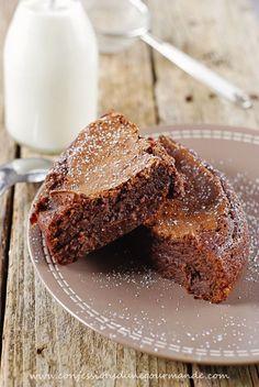 J'ai beau réfléchir je ne trouve pas les mots pour décrire cette &tuerie&. C'est le genre de dessert qui se savoure les yeux fermés ... chaque bouchée est un délice ! Un vrai coup de coeur ! Ingrédients : 200 g de chocolat noir pâtissier 120 g de beurre...