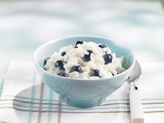 Recipes - Maple berry rice pudding - - Heart and Stroke Foundation of Ontario Rice Pudding Recipes, Creamy Rice Pudding, Heart Healthy Desserts, Delicious Desserts, Yummy Food, Dessert Drinks, Dessert Recipes, My Favorite Food, Favorite Things