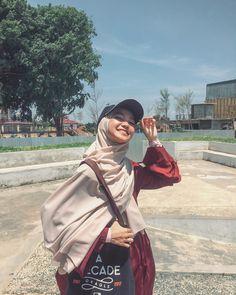 Niqab Fashion, Street Hijab Fashion, Muslim Fashion, Casual Hijab Outfit, Hijab Chic, Hijab Dress, Muslim Girls, Muslim Women, Beautiful Hijab Girl