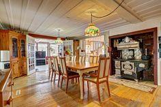 Magnifique ancestrale datant de 1830, entièrement rénovée et ayant gardant sa rusticité. Elle est située à Ste-Croix.