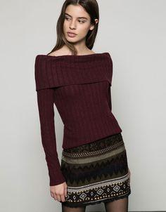 Jersey cuello chimenea. Descubre ésta y muchas otras prendas en Bershka con nuevos productos cada semana