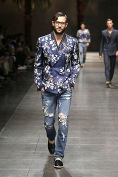 Discover Videos and Pictures of Dolce & Gabbana Summer 2016 Menswear Fashion Show on Dolcegabbana.com.