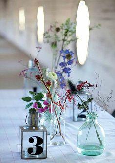 I love fresh flowers (House Doctor DK) Flowers In Jars, Home Flowers, Little Flowers, Fresh Flowers, Flower Vases, Flower Arrangements, Beautiful Flowers, Floral Arrangement, Minimalist Centerpiece
