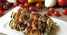 Szaszłyki z cukinią są bardzo smaczne i delikatne w smaku, polędwiczka wieprzowa jest idealna do szaszłyków, szybko się piecze na grillu. ...