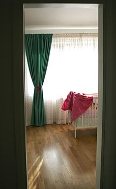 Parchet masiv foarte frumos și rezistent pentru o prințesă gingașă. www.woodcore.ro Curtains, Projects, Home Decor, Log Projects, Blinds, Blue Prints, Decoration Home, Room Decor, Draping