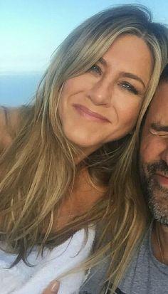 Jennifer Aniston Pictures, Jennifer Aniston Style, Jennifer Aninston, Friends Moments, Rachel Green, Best Actress, Pretty Woman, Beauty Hacks, Hair Beauty