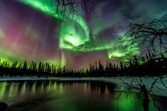 Many people associate the Northern Lights with cold and snowy winter scenery but the most active seasons are autumn and spring. Spot the aurora in Finland! Aurora Borealis, Helsinki, Northern Lights Tours, Dark Souls, Travel Photographer, Night Skies, Tourism, Beautiful Places, Scenery