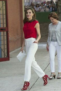 Queen Letizia of Spain Loose Blouse - Queen Letizia of Spain attended Toma La Palabra wearing a red cap-sleeve blouse by Hugo Boss. Stylish Work Outfits, Business Casual Outfits, Professional Outfits, Classy Outfits, Stylish Outfits, Office Outfits, Business Professional, Business Attire, Mode Outfits