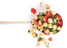 Red Pepper Chickpea Salad - Oxygen Women's Fitness - Oxygen Women's Fitness Chickpea Salad Recipes, Vegetarian Recipes, Healthy Recipes, Healthy Snacks, Clean Eating Recipes, Healthy Eating, Good Food, Yummy Food, Tasty