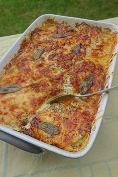 gratin de courge butternut au cheddar - Chez Becky et Liz Cooking Recipes, Healthy Recipes, Vegetable Recipes, Good Food, Food And Drink, Veggies, Pasta, Favorite Recipes, Lunch