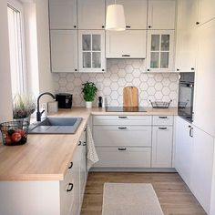 Kitchen Room Design, Modern Kitchen Design, Home Decor Kitchen, Interior Design Kitchen, Home Kitchens, Small Apartment Kitchen, Modern Kitchen Inspiration, Diy Kitchen Ideas, Very Small Kitchen Design