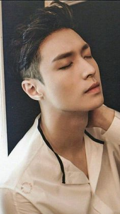 Yixing has just a certain attraction to him. Like he's so handsome, but like his features make it almost a classy handsome it you're catching my drift Lay Exo, Chanyeol Baekhyun, Park Chanyeol, Exo Ot12, Chanbaek, Btob, Kdrama, Yixing Exo, Song Joong