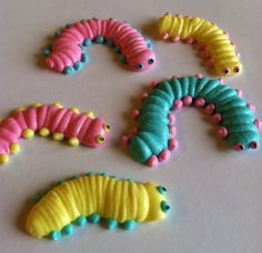 12 Custom Royal Icing Caterpillars Handcrafted by SweetDiscovery, $9.99 Oh so cute and so easy!